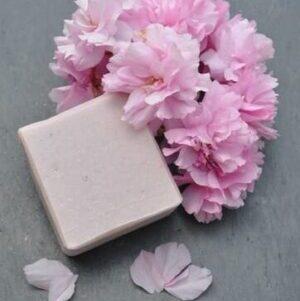 savon rose parfum fleuri